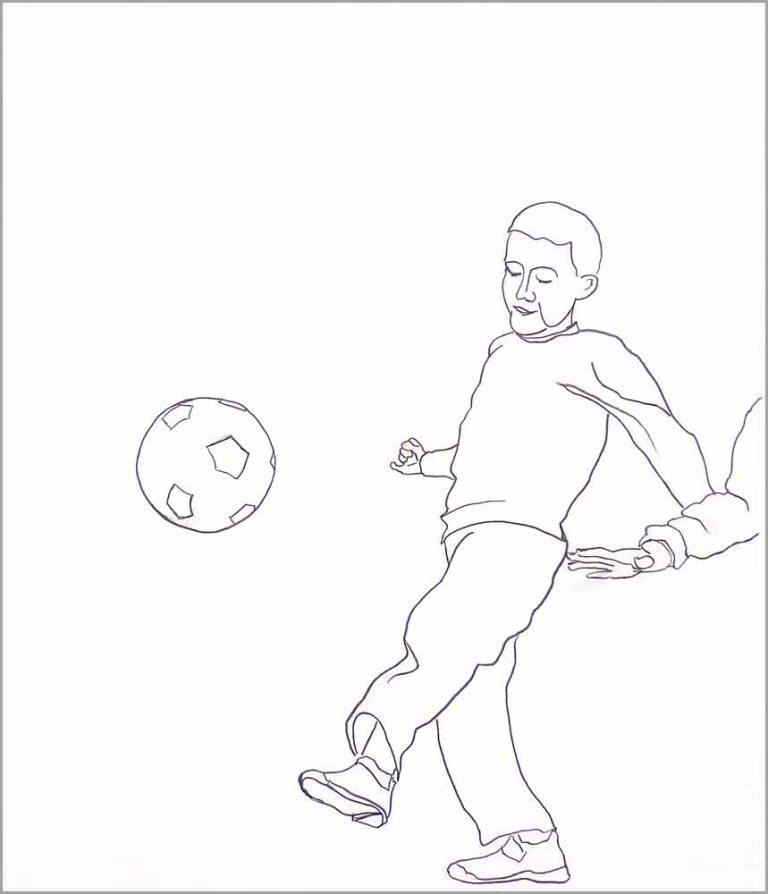 Tegningen viser en fodboldspillende dreng. Han har lige sparket bolden op i luften. En anden dreng kommer bagfra. Man ser kun hans arm men kan også se, at han vil have fat i bolden.