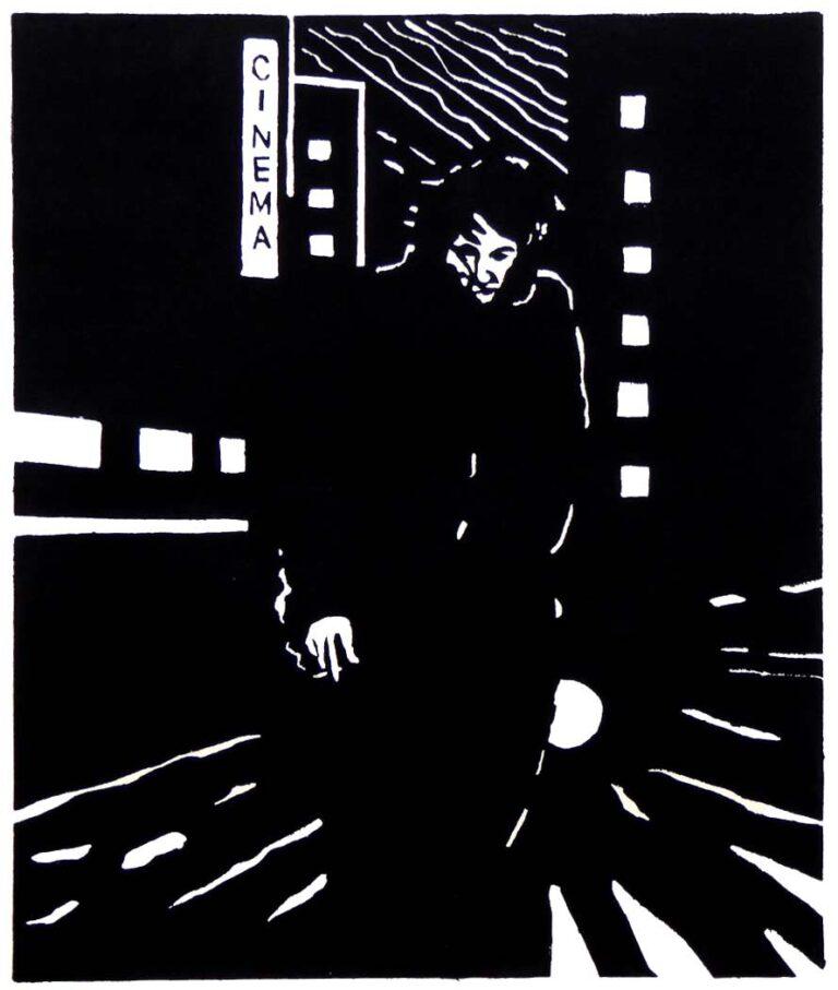 En mand går ad en bygade om natten. Han har en cigaret i hånden og bag ham ses et skilt eller en lysreklame på en bygning. Der står cinema. Bag manden er et kraftigt lys som fra en bil, der kører mod manden.